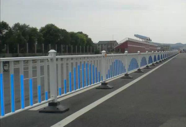 交通设施护栏-交通锌钢护栏